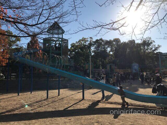 大阪城公園遊具広場のローラー滑り台
