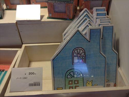 「フライングタイガーコペンハーゲン」アメリカ村ストア・店内の様子(家の形をしたノート)