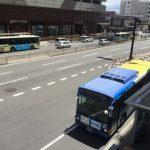 天王寺駅ハルカス前に停車している近鉄バス