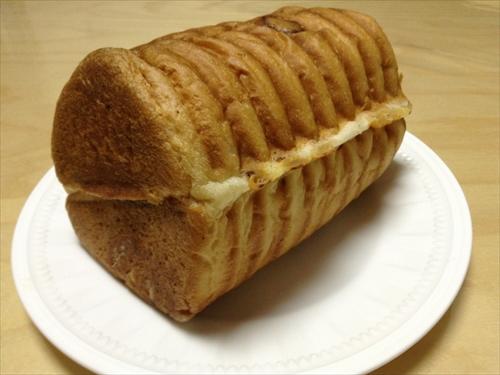 石窯パン工房「キャパトル(Capital)」丸太パン・チーズ(ハーフサイズ)