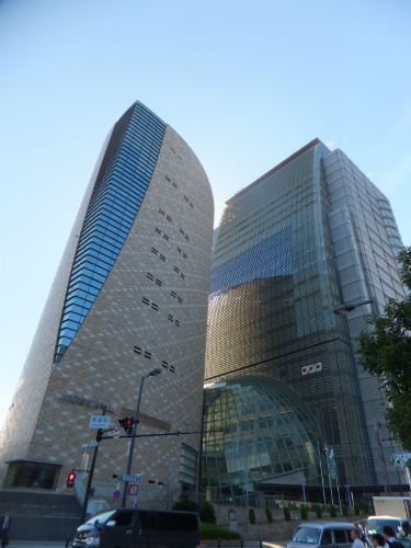 大阪歴史博物館とNHK大阪放送局