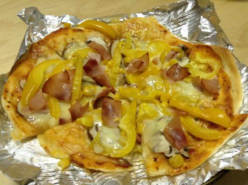 ホームベーカリーで作ったピザ