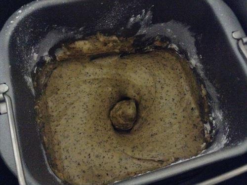 ホームベーカリーで紅茶バターケーキ作り。こね始める様子