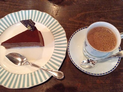 エクチュアケーキセット、テオブロマケーキとホッチョコレート