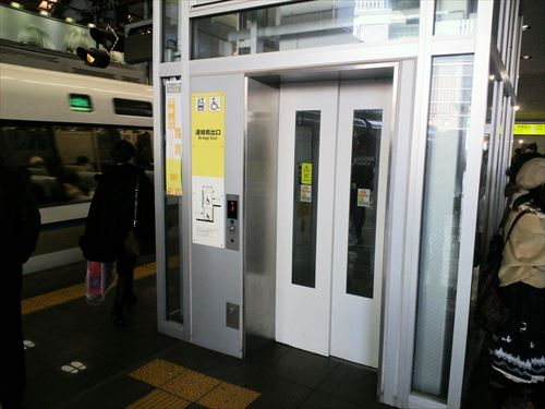 大阪駅エレベーター①