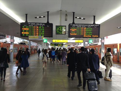 大阪環状線大阪駅の様子