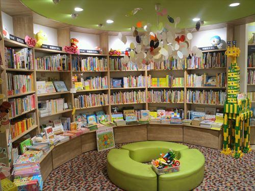 紀伊國屋書店グランフロント大阪店の絵本コーナー