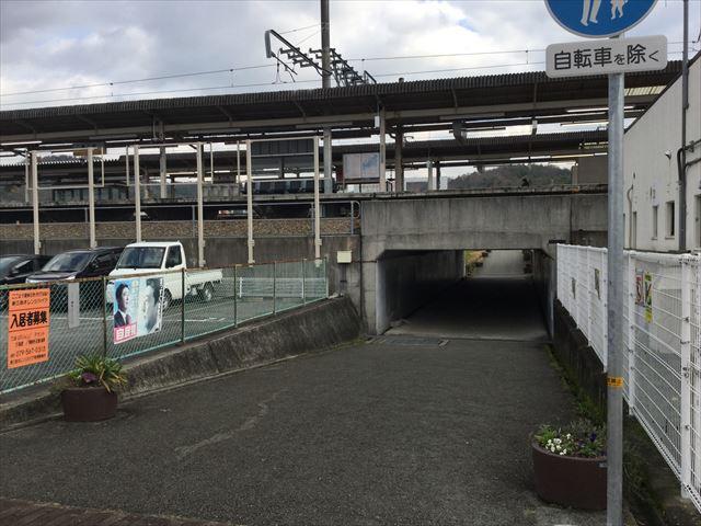 JR新三田駅の高架下トンネル