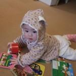 1歳児に本棚の本や雑誌を引き出されないようする方法