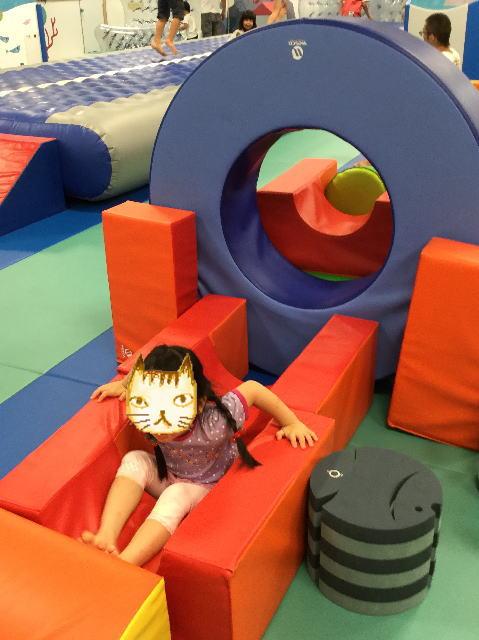 「ボーネルンドキドキド」堺タカシマヤ店、クッショントンネル