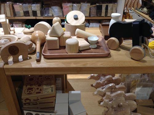 グランフロント大阪の無印良品・木の玩具
