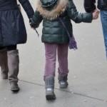 外出時、抱っこばかりになる子供が自ら歩けるようになる方法