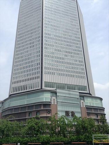 阪神百貨店から見た阪急百貨店