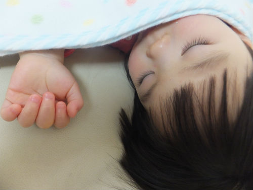 子供の夕方の昼寝