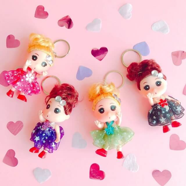 100均キャンドゥのおもちゃ「かわいい女の子キーホルダー」