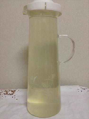 経口補水液の材料をポットに混ぜる