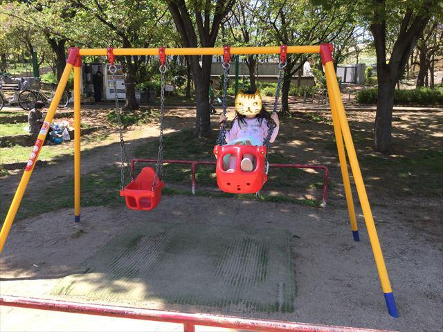 「八幡屋公園」のブランコ