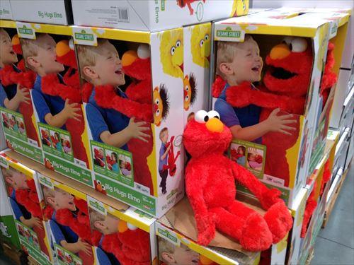 コストコ和泉倉庫店で売っている幼児用品・おもちゃエルモの人形