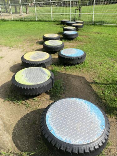 花園中央公園の大型遊具・ステップ遊具