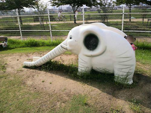 花園中央公園の大型遊具・ゾウさん滑り台