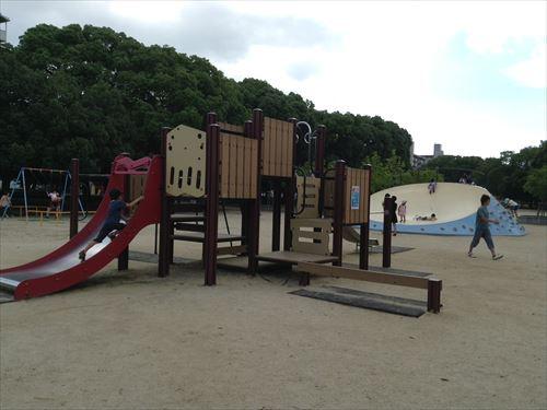 長居公園内遊具公園(遊戯広場)滑り台