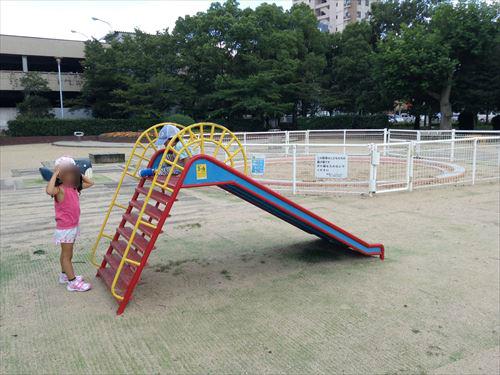 長居公園内遊具公園(遊戯広場)ミニ滑り台