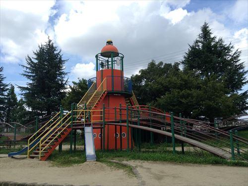 大泉緑地の大型遊具公園②「海遊ランド」灯台