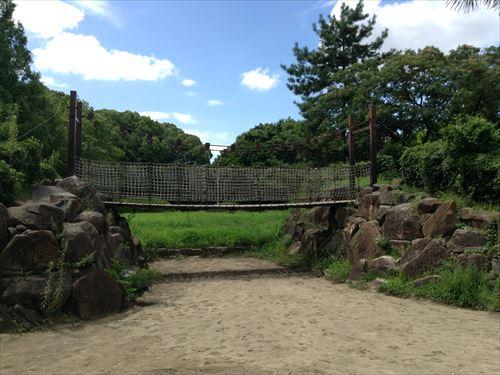 大泉緑地の大型遊具公園②「海遊ランド」橋