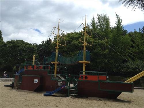 大泉緑地の大型遊具公園「海遊ランド」ワンピース船
