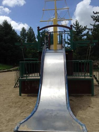 大泉緑地の大型遊具公園②「海遊ランド」巨大船滑り台