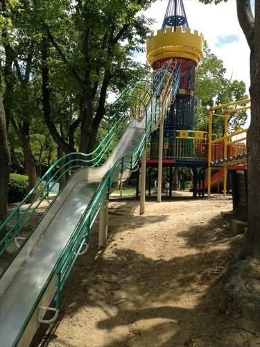 大泉緑地大型遊具公園①「わんぱくランド」滑り台