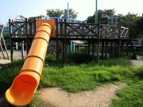 八幡屋公園・大型遊具・チューブスライダー