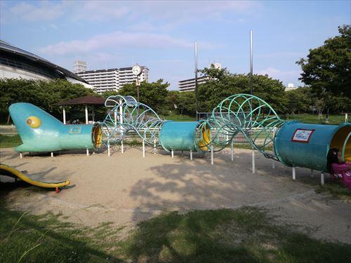 八幡屋公園・大型遊具・ヘビの輪くぐり