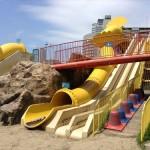 扇町公園の大型遊具公園(黄色い滑り台)
