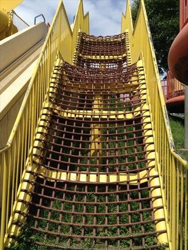 扇町公園の大型遊具公園(黄色い滑り台・ロープ)