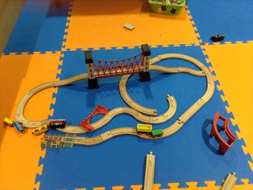 Bb箕面船場店キッズパーク・ごっこ遊びエリア木の電車おもちゃ