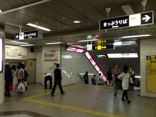 御堂筋線心斎橋駅