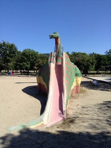 深北緑地・恐竜広場・恐竜滑り台
