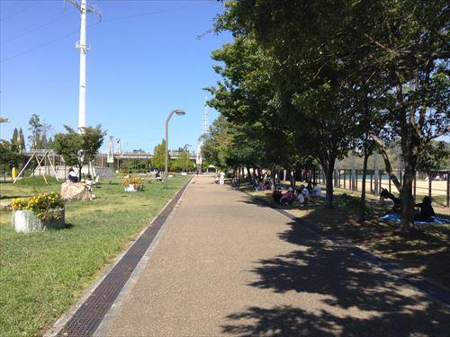 深北緑地・ロケット広場・木陰