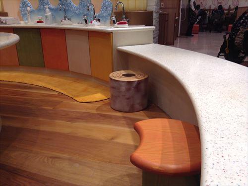 クラブハリエキッズ・バームクーヘンの椅子