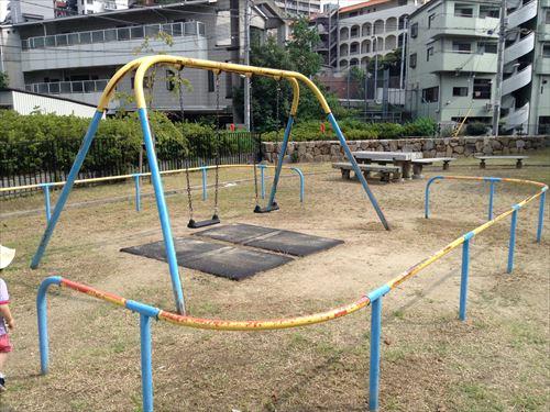 服部緑地・いなり山児童遊戯場・ブランコ