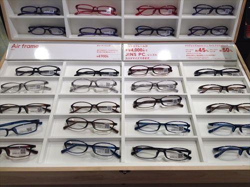 JINSメガネの様子