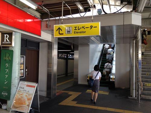JR東西線(学研都市線)1番乗り場・大阪尼崎方面行きホーム・エレベーター