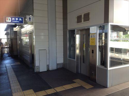 JR学研都市線・木津方面行きのホーム(エレベーター前)
