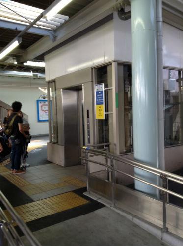 JR学研都市線(東西線)京橋駅、大阪・尼崎方面行のホームのエレベーター