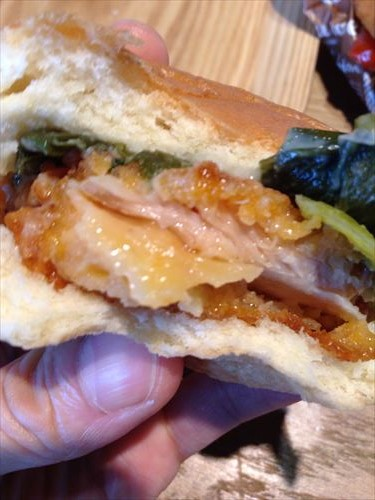 京都水族館ハーベストカフェ・九条ねぎのてっぱいチキンバーガー