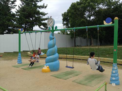 久宝寺緑地・まいまい広場・ブランコ