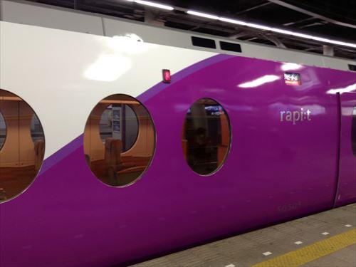 南海電車ラピート・ピーチ(白桃)カラー