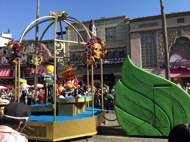 USJハロウィン「フェスタデパレード」の様子、セサミストリートのアニーとバートのゴンドラ