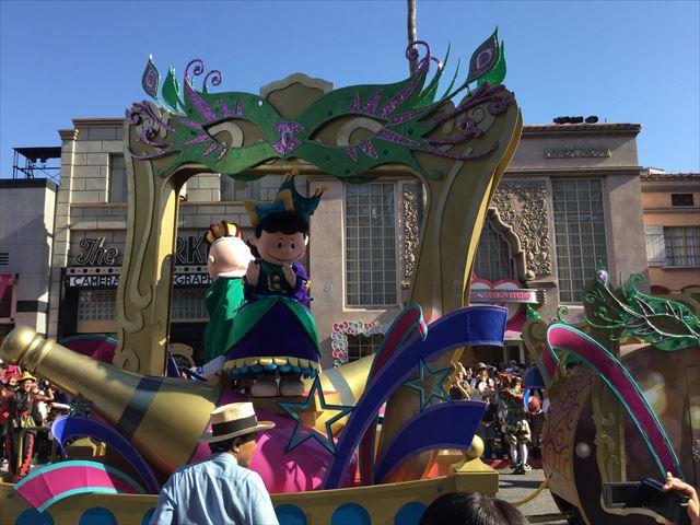 USJハロウィン「フェスタデパレード」の様子、スヌーピーのライナスとルーシーのゴンドラ